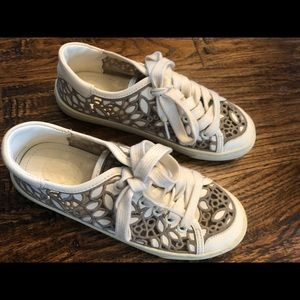 NEW Tory Burch Embroidered Lace Sneakers, Size 5